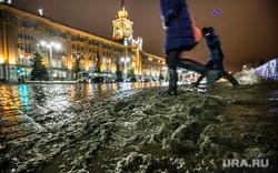 Грязь днем. Екатеринбург, грязь, площадь 1905, здание администрации екатеринбурга