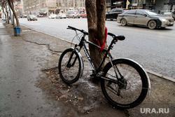 Выделеная полоса общественного транспорта на Малышева. Екатеринбург, велосипед, велоугон, противоугонный замок