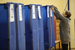 Выборы губернатора Свердловской области. Екатеринбург, кабинки для голосования, выборы 2017