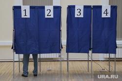 Гимназия 9. Выборы губернатора СО. Екатеринбург, выборы 2017, кабинки голосования