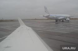 Поселок Тазовский, Новый Уренгой, Ямало-Ненецкий автономный округ, газпром, самолет, аэропорт, туман, непогода, крыло самолета