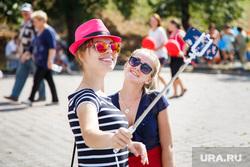 День города. Екатеринбургу 293, шляпа, солнечные очки, улыбки, лето, девушки, селфи палка