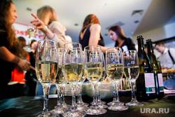 Модный шоу-показ первой коллекции новой марки одежды SHIZM в ТРЦ «Алатырь». Екатеринбург, шампанское, вечеринка, бокалы, алкоголь, фуршет, тусовка