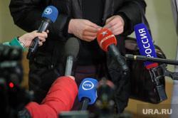 Предварительное судебное заседание по делу блогера Руслана Соколовского. Екатеринбург, пресса, телевизор, микрофон, сми, телевидение, телеканал, пресс-подход