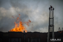Пожар на Уралмаше. Екатеринбург, пожар, огонь, пожарная лестница
