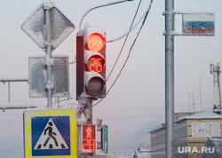 Виды Салехарда, светофор, пешеходный переход, зима, иней, россия, заморозки, дорожное движение, мороз