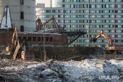Недостроенная телевышка. Екатеринбург, долгострой, экскаватор, телевышка, телебашня, строительная техника, недостроенная башня