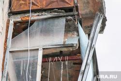 Разрушающиеся балконы. Курган, разбитое стекло, аварийная ситуация, балконная рама