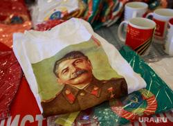 XVII съезд КПРФ. Москва, кпрф, футболка со сталиным, коммунисты, уличная торговля, сувенирная продукция