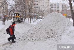 Выезд по уборке снега. Челябинск., горка, школьник, мальчик, куча