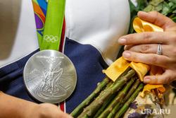 Встреча олимпийцев в аэропорту Кольцово. Екатеринбург, медаль, серебро, олимпиада рио 2016, олимпийская награда