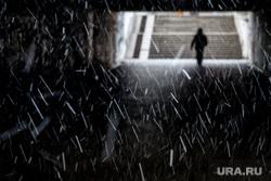 Снегопад. Екатеринбург, первый снег, свет в конце тунеля, снег, снегопад, зима, поздняя осень, подземный переход