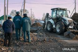 Порыв водопровода. Шумиха, коммунальная авария, трактор, мчс, ремонтные работы