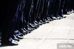 Демонстрация Челябинск, ботинки, строй, полиция