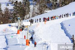 Яхты, ураган, горнолыжный курорт, горы, солнце, солнечная система, снег, лыжники, горнолыжный курорт, горные лыжи, катание на лыжах, зимние виды спорта