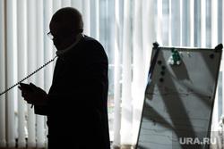 Интервью с Сергеем Тушиным. Екатеринбург, чиновник, бизнесмен, офисные работники, разговаривает по телефону, дипломат