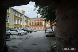 Туристические точки путеводителя для участников ИННОПРОМа. Екатеринбург, старый дом, подворотня