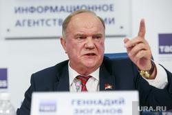 Пресс-конференция КПРФ в ТАСС с участием лидера партии Геннадием Зюгановым. Москва, зюганов геннадий, указывает пальцем