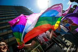 5-ая годовщина Болотной площади. Митинг на проспекте Сахарова. Москва, геи, лесбиянки, лгбт активисты, радужные, борцы за права гомосексуалов, шестицветный флаг