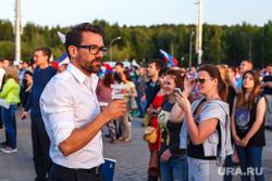 Матч Россия-Бельгия, трансляция в ЦПКиО. Екатеринбург, пьет пиво