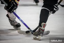 Хоккейный матч между командами Свердловской и Курганской областей любительской лиги. Екатеринбург, шайба, клюшка, хоккей