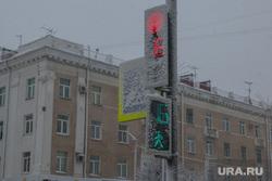 Снег в городе. Курган., светофор в снегу
