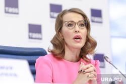 Пресс-конференция Ксении Собчак в ТАСС. Москва, собчак ксения, руки в замок
