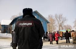 Митинг против сокращения врачей и закрытия отделений в районной больнице. Село Уинское. Пермский край