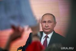 Ежегодная итоговая пресс-конференция президента РФ Владимира Путина. Москва, плакаты