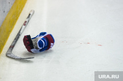 Хоккей Трактор СКА Челябинск, клюшка, крага, хоккей, кровь на льду