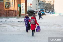 Место трагедии где на ребенка наехал грузовик. Сургут, проезжая часть, школьники, дети, переход через дорогу