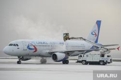 Клипарт, разное. Екатеринбург, аэропорт кольцово, самолет, уральские авиалинии, авиация, чистка самолета