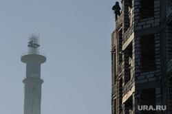 Виды Екатеринбурга, недвижимость, высотник, недостроенная телевышка, недостроенная башня, строитель, рабочий
