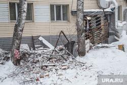 Обрушение кровли жилого дома по ул. 50 лет ВЛКСМ. Тюмень, обломки, обрушение крыши, обрушение балкона, чс