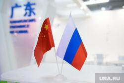 ИННОПРОМ-2015: подготовка. Екатеринбург, флаг россии, кнр, китай