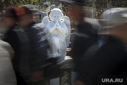 Родительский день. Северное и Широкореченское кладбища. Екатеринбург, ангел, кладбище