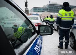 Вручение свердловским полицейским ключей от новых автомобилей. Екатеринбург , памятник ленину, машина дпс, машины, полиция, площадь 1905года, правоохранительные органы, гибдд, дпс, автомобили