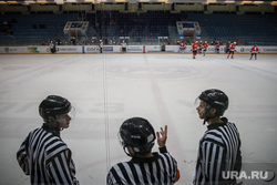 Хоккейный матч между командами Свердловской и Курганской областей любительской лиги. Екатеринбург, хоккей
