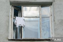 Туристические точки путеводителя для участников ИННОПРОМа. Екатеринбург, старый дом, белье, сушка, окно, майка