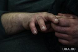 Заседание в Дзержинском райсуде по УВЗ. Нижний Тагил, руки, грязь, рабочий