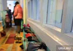 Недостроенный детский сад в посёлке Вогулка Шалинского городского округа и старый рядом с ним, детский сад, варежки, сушка одежды