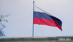 Торжественный митинг и автопробег в честь празднования дня Флага России. Сургут, герб сургута, флаг россии