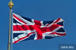Граненый стакан, мороз, холод на улице, термометр, автомобильный аккумулятор, флаг великобритании