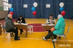 ВЫБОРЫ 2018. Голосование губернатора Курганской области Алексея Кокорина. Шадринск, избирательный участок, выборы президента, избиратели, воздушные шарики, голосование, выборы2018