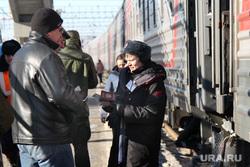 Железнодорожный вокзал. Курган, проводник, пасажиры, пассажиры, жд вокзал
