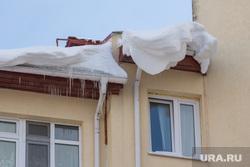Уборка снега с крыш. Ханты-Мансийск., крыша, снег