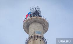 Захват телебашни. Екатеринбург, протестующие, активисты, недостроенная телевышка, флаг россии, недостроенная телебашня