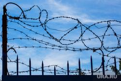 Побег из спецучилища в Рефтинском., колючая проволока, запрет, забор, зона, колония, тюрьма, ограждение
