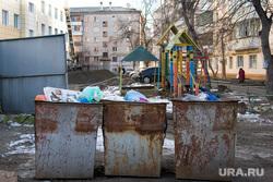 Госпиталь УВД Курган Урицкого 1 21.11.2013г, детская площадка, мусорные контейнеры, помойка, мусорка