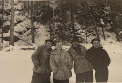 Фото группы Дятлова с пленки дятловцев, золотарев семен, дубинина люда, тибо-бриньоль николай, колмогорова зина